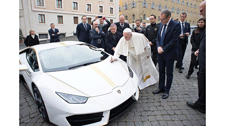 The Pope's Signs His 2018 Lamborghini Huracán