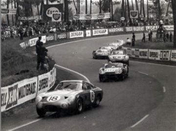 Phil Hill leading the NART Ferrari 330 TRI/LM on the opening lap of the 1963 24 Hours of Le Mans